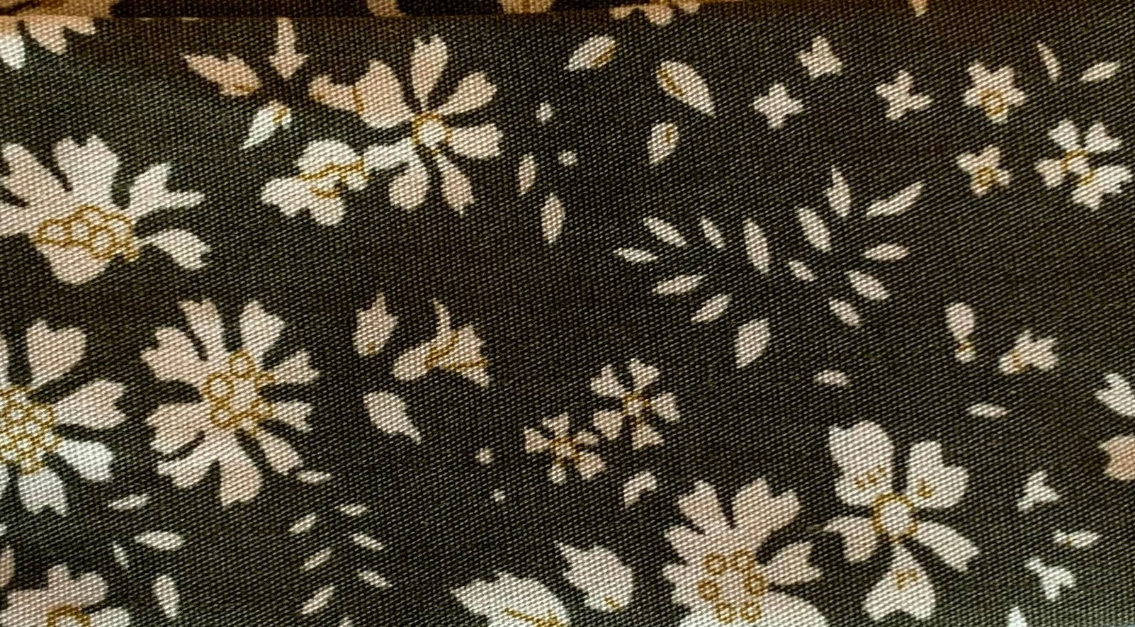 Cooling Tie - 625 Olive Flower